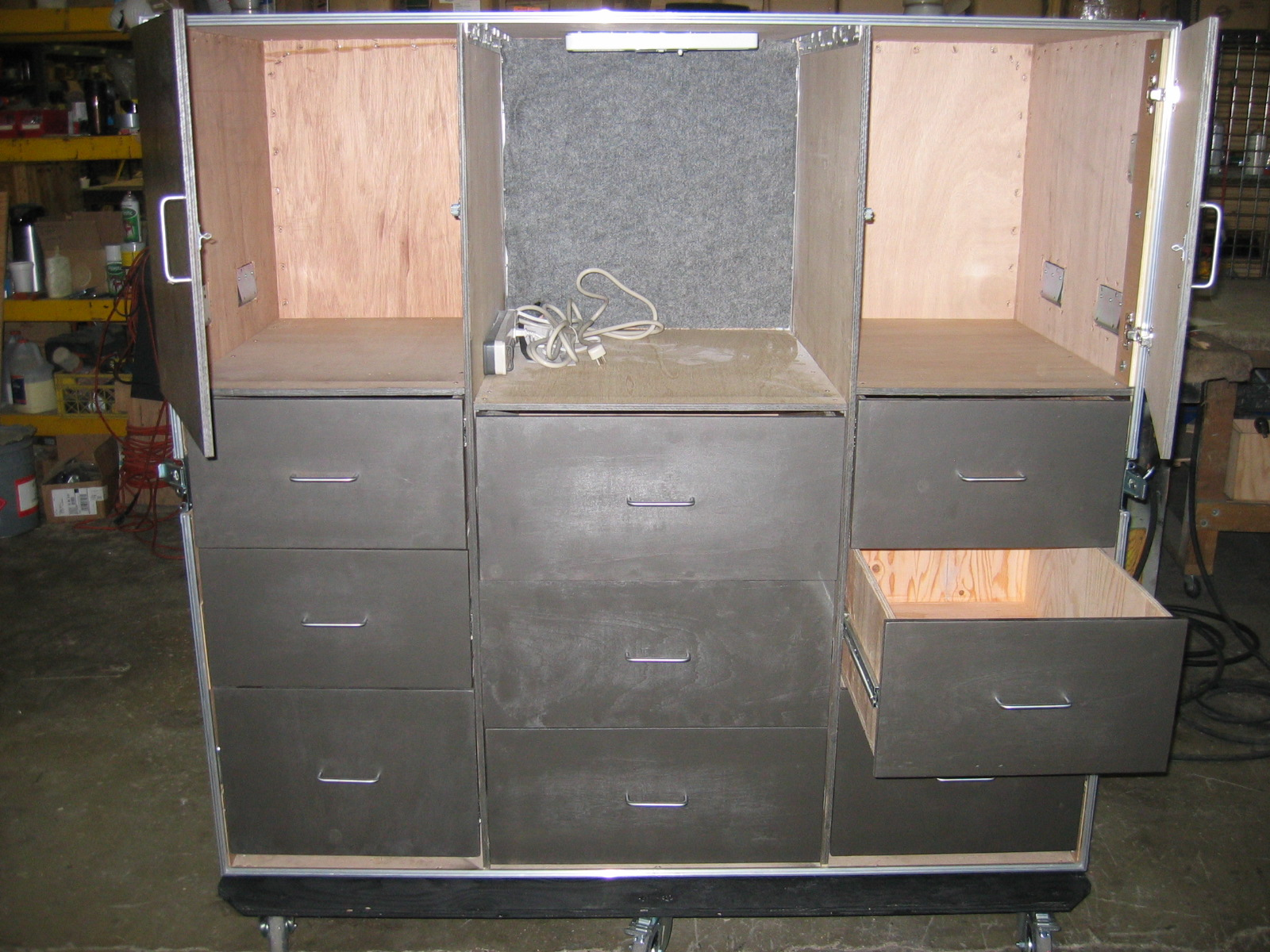 transit-case-with-drawers